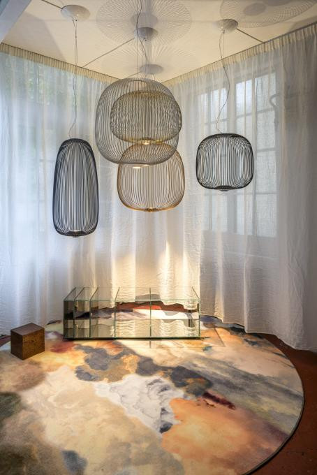 Foscarini Spokes 2 Midi MyLight graphite (at the right)