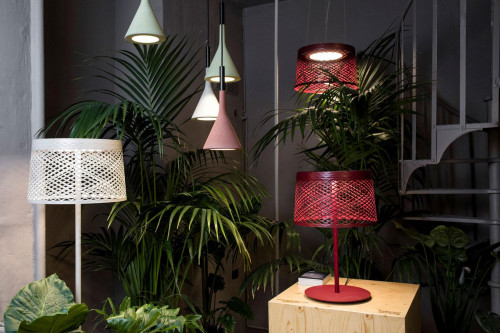 Foscarini Twiggy Grid Outdoor XL Tavolo red (at the right)