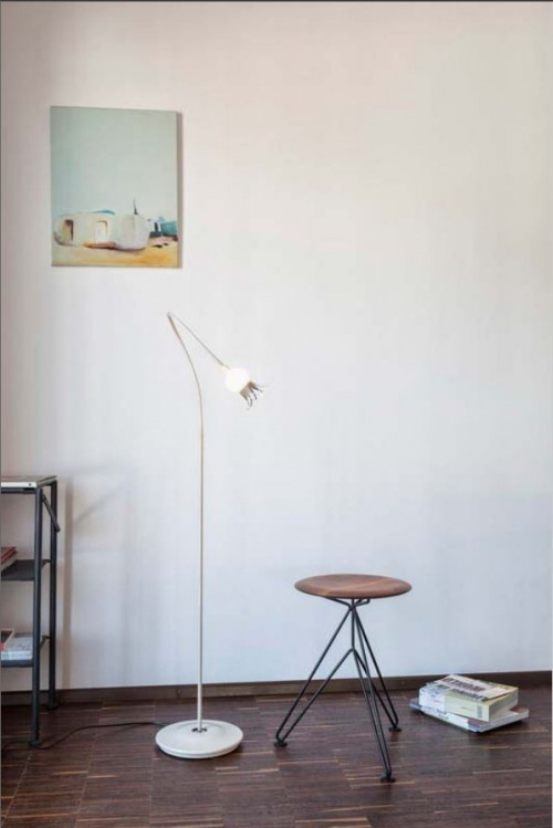 Serien Lighting Poppy Floor 1 arm beige arm, ceramic shade and cream lacquered base