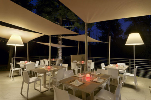 Luceplan Grande Costanza Open Air shade off white, frame and fixed base alu